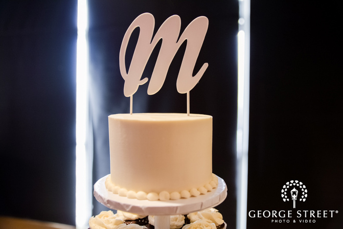 elegant single tier white wedding cake wedding photo