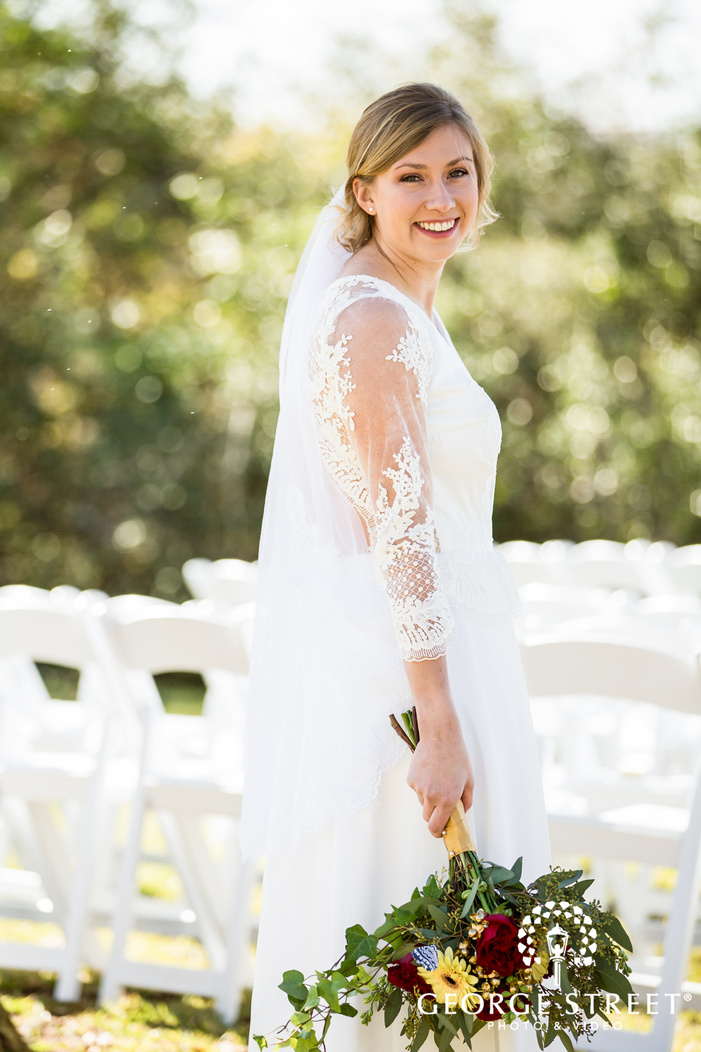 gorgeous bride posing with bouquet