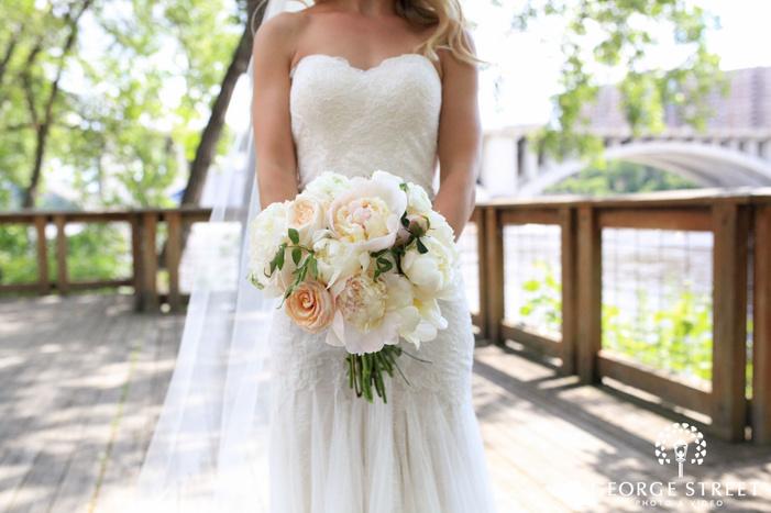 minneapolis outdoor bridal portrait