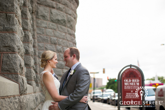 bride and groom outdoor portrait at old red musem of dallas