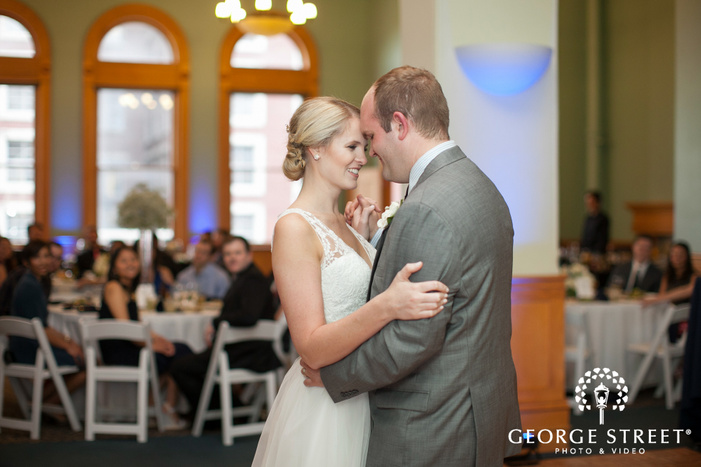 bride and groom sweet first dance