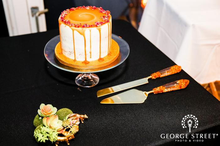 delicious single tier wedding cake wedding photo