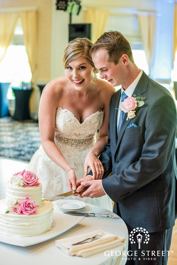 cheerful cake cutting of bride and groom golden valley country club minneapolis wedding photos