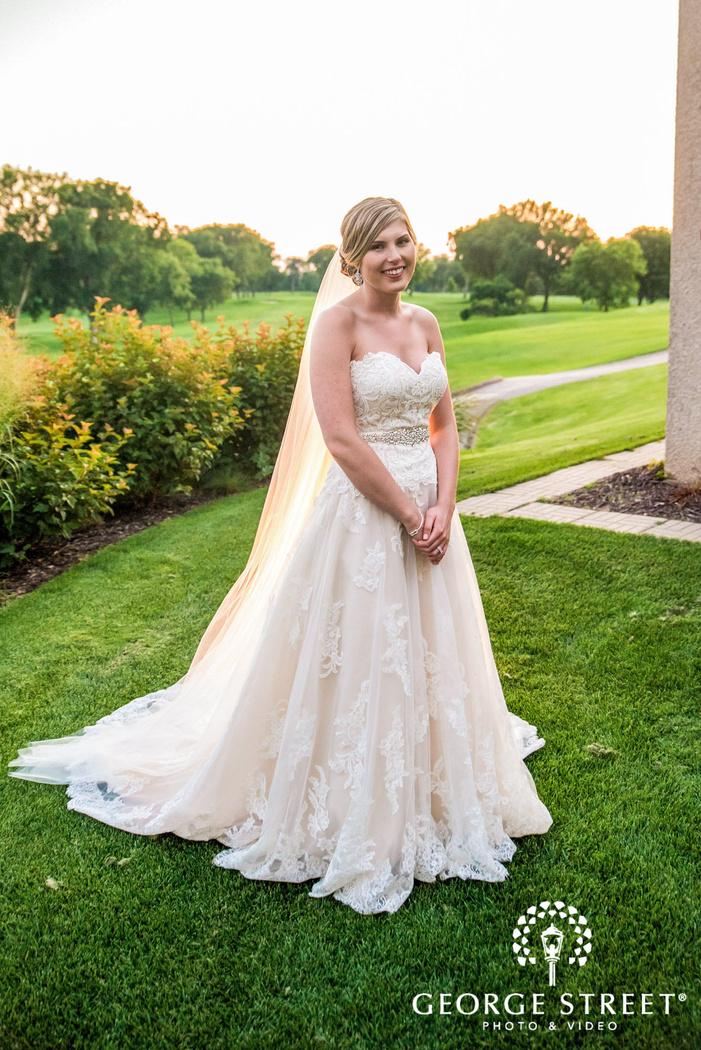 golden valley country club minneapolis beautiful bride grassland wedding photos