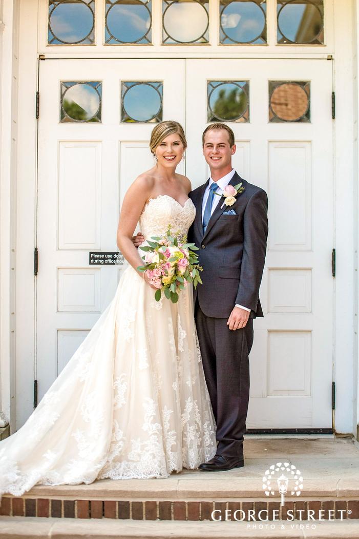 golden valley country club minneapolis blissful couple white door wedding photos