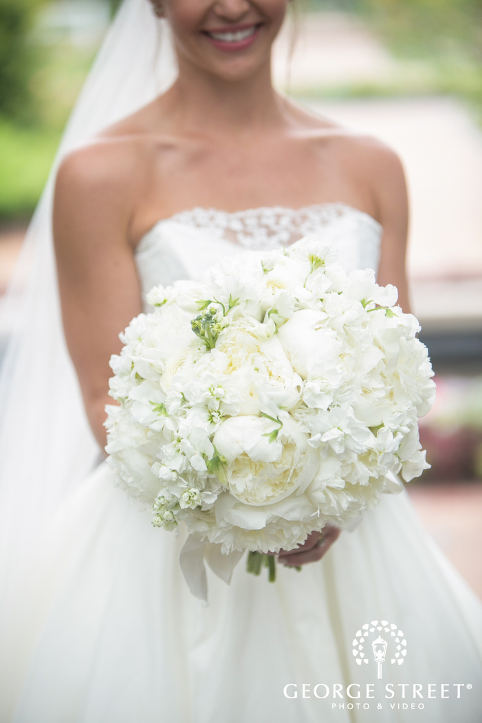 missouri Botanical Garden St  Louis wedding beautiful bridal portrait details all white bouquet