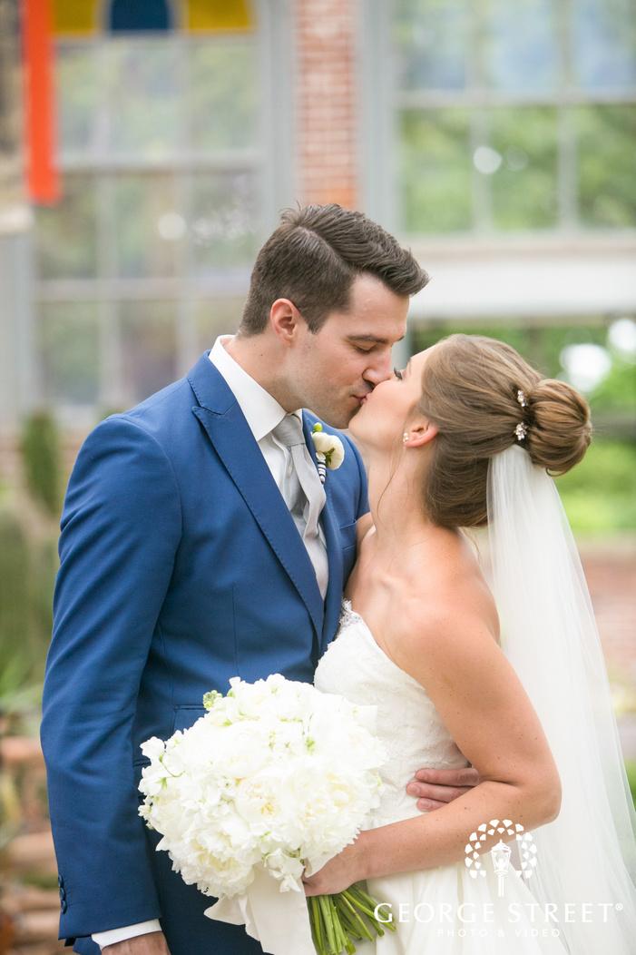 missouri Botanical Garden St  Louis wedding beautiful bride and groom portraits
