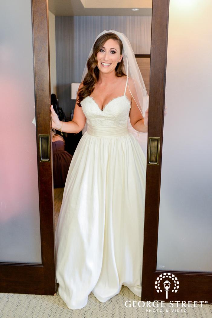 gorgeous bride in room wedding photo