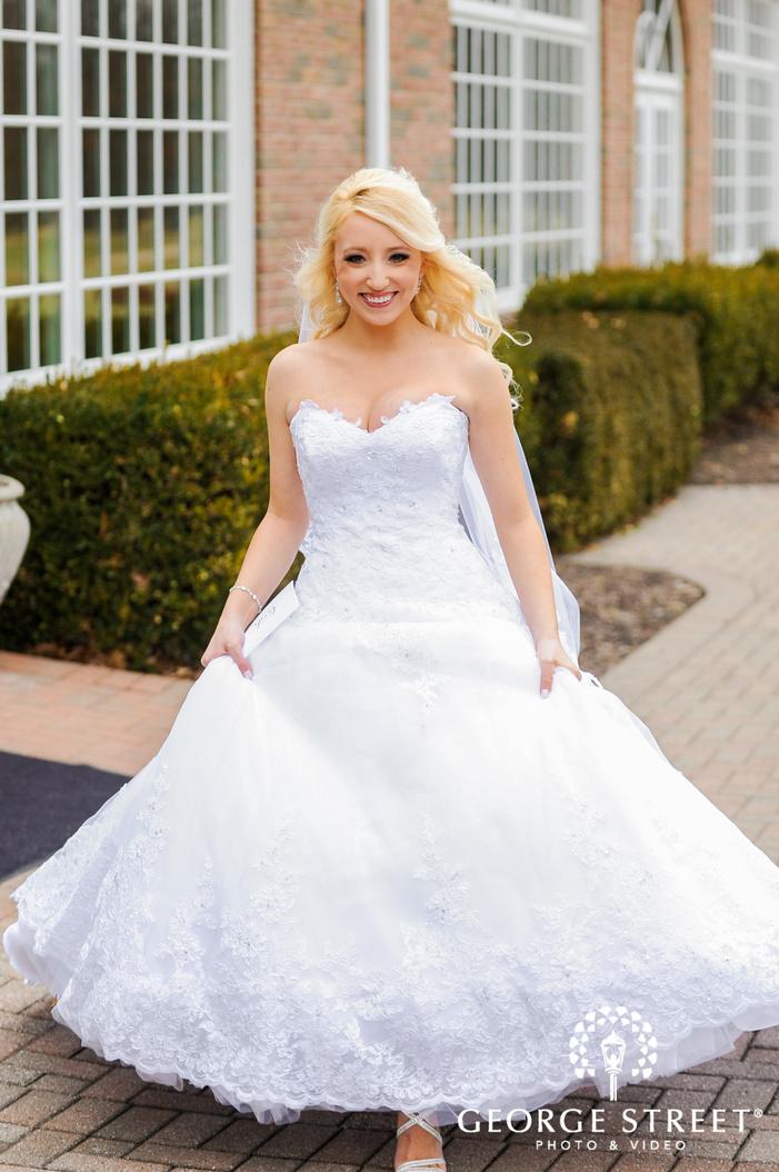 cherry creek golf club lively bride in walkway detroit wedding photos