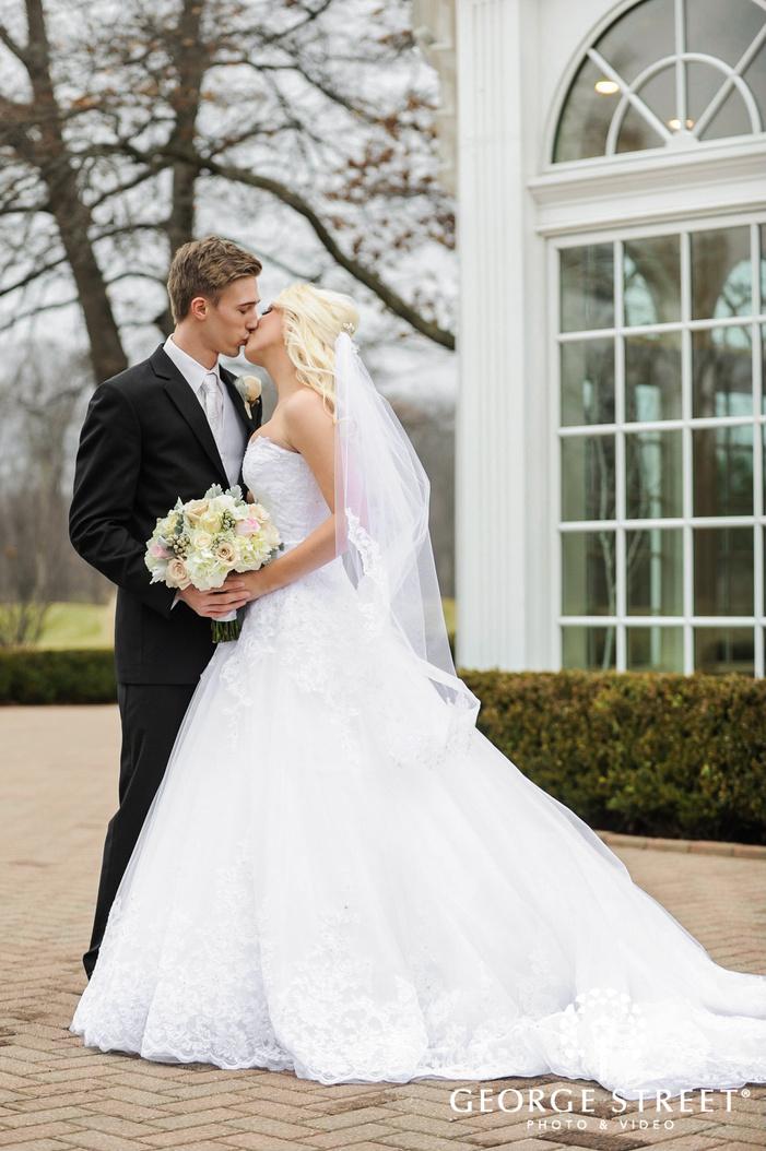 cherry creek golf club romanitc bride and groom in the backyard detroit wedding photos