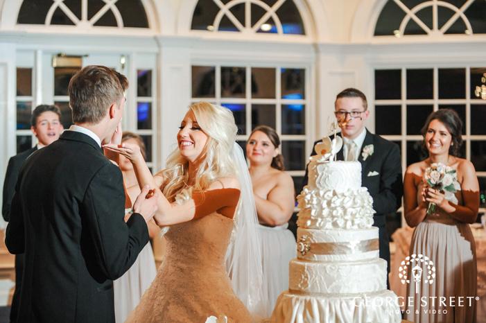 creek golf club adroable couple cake cutting ceremony detroit wedding photos