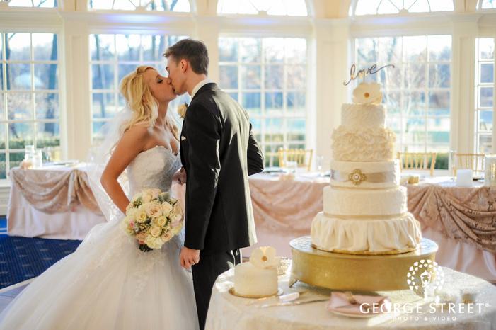 creek golf club intimate couple cake cutting ceremony detroit wedding photos