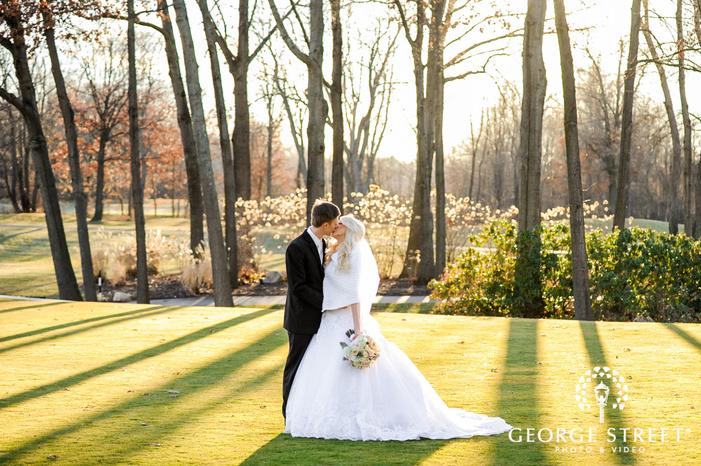 creek golf club romantic couple in grassyland detroit wedding photos