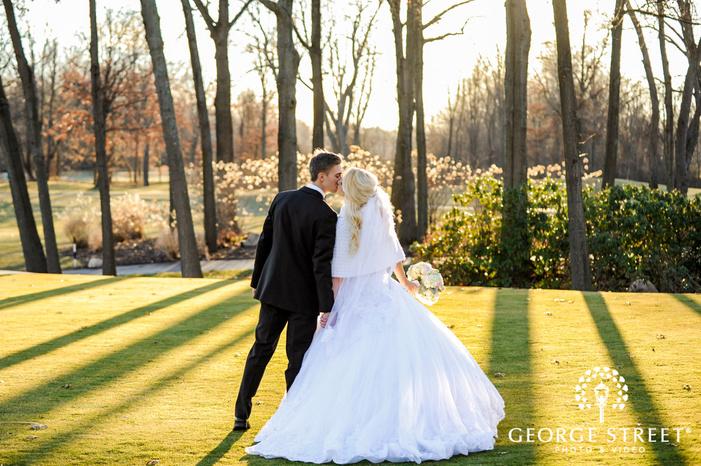 romantic creek golf club romantic couple in grassyland detroit wedding photos