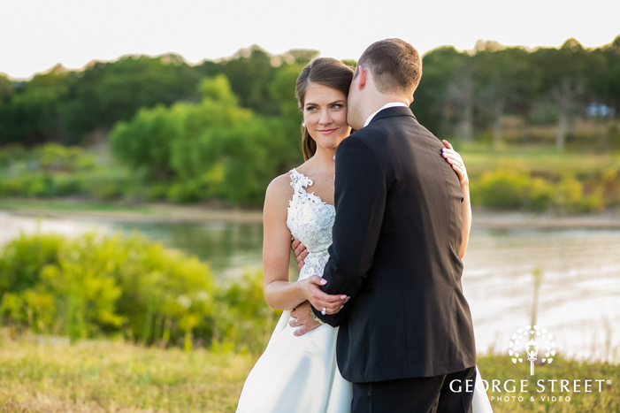 romantic bride and groom near lakeview wedding photography