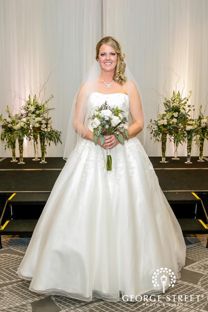 elegant bride at radisson blu mall of america minneapolis