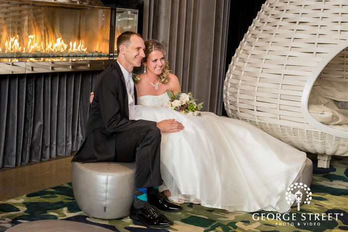 romantic couple in the lobby of radisson blu mall of america minneapolis wedding photo