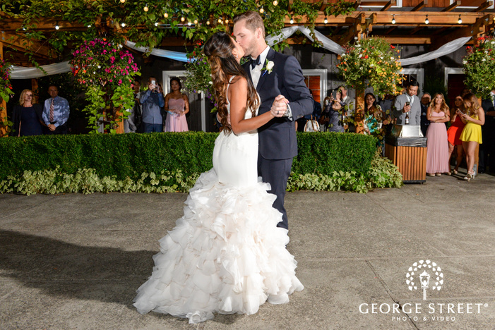 Robinswood House nighttime outdoor Seattle wedding first dance