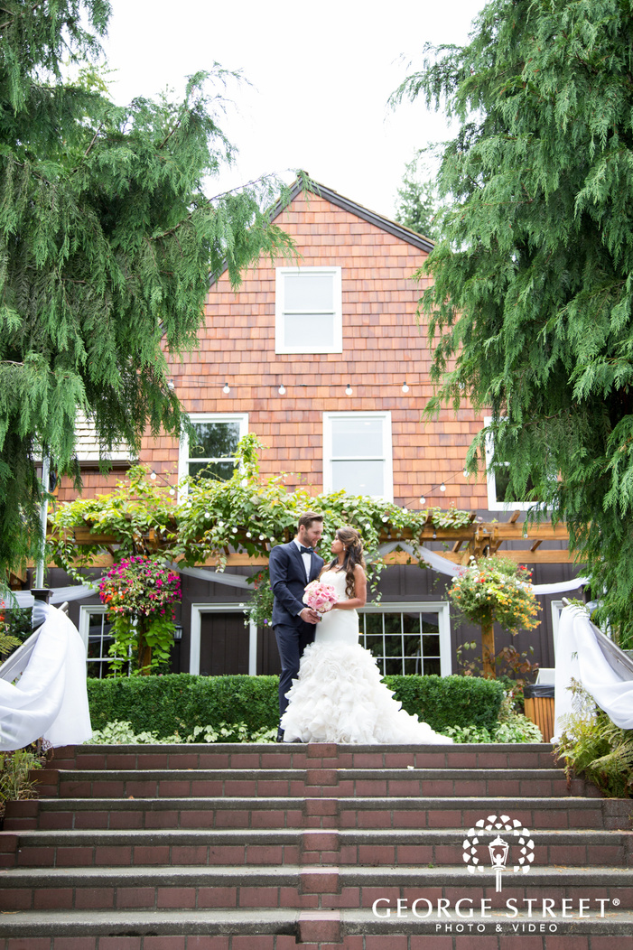 beautiful Robinswood House outdoor wedding portraits