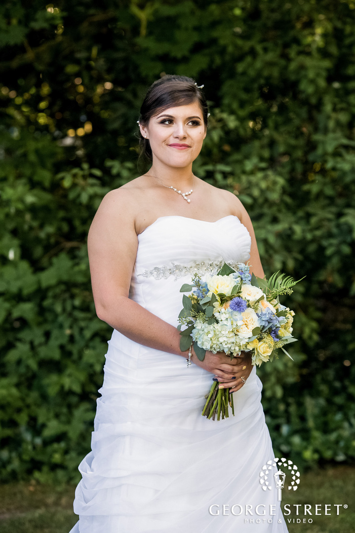 elegant bride in garden wedding photography
