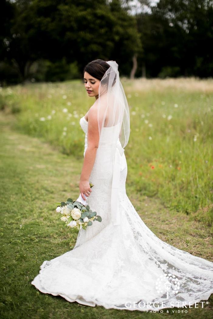 mesmerizing bride posing in garden             s