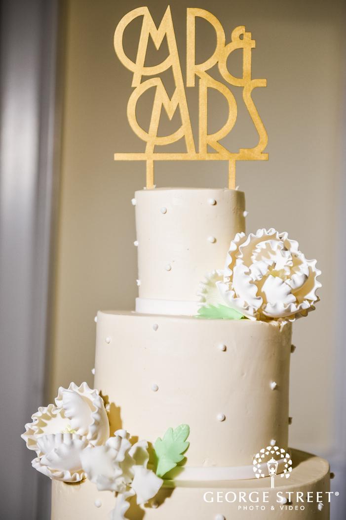 adorable wedding cake topper details