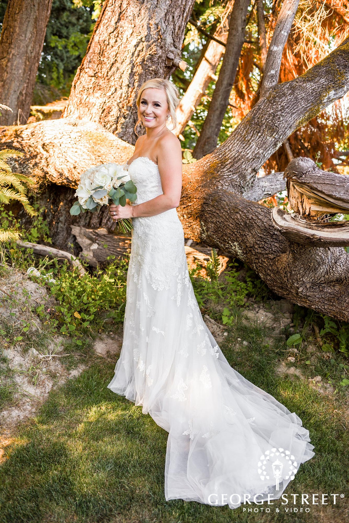 adorable bride posing with lovely bouquet