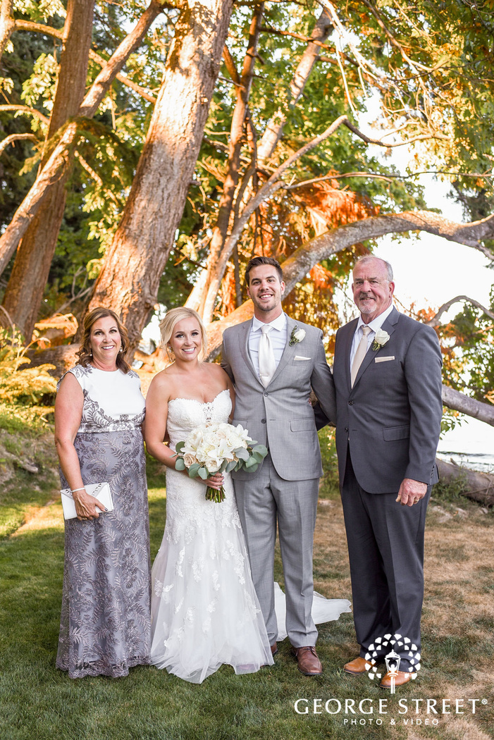 lovely bride with parents at the edgewater house in seattle