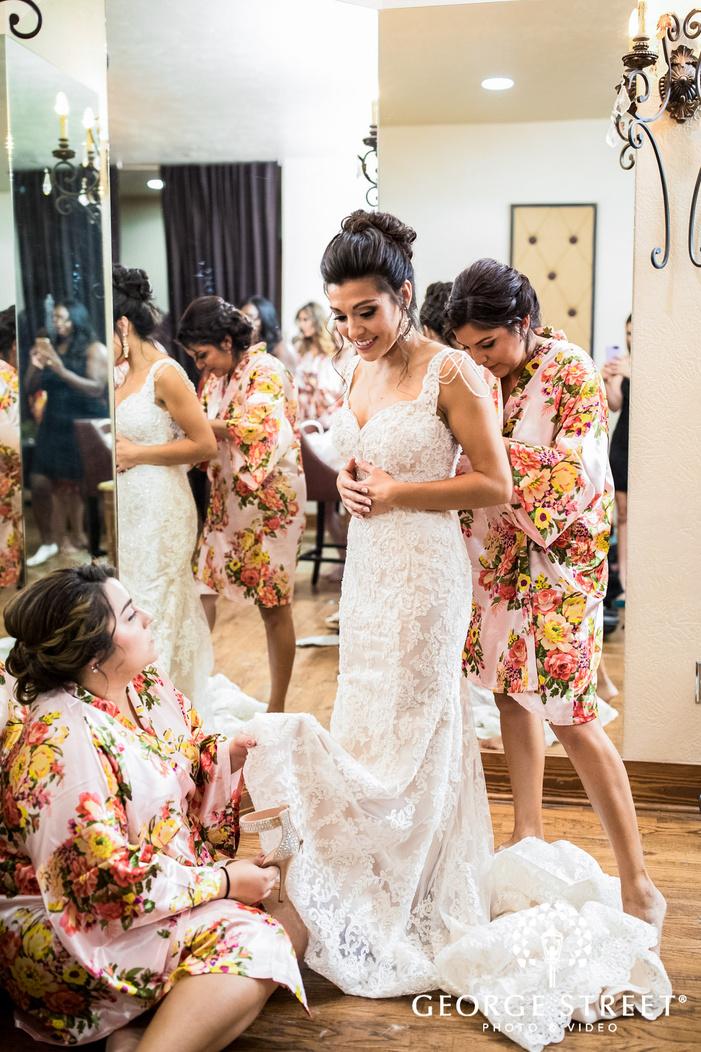 gabriel springs austin bride getting ready wedding photos