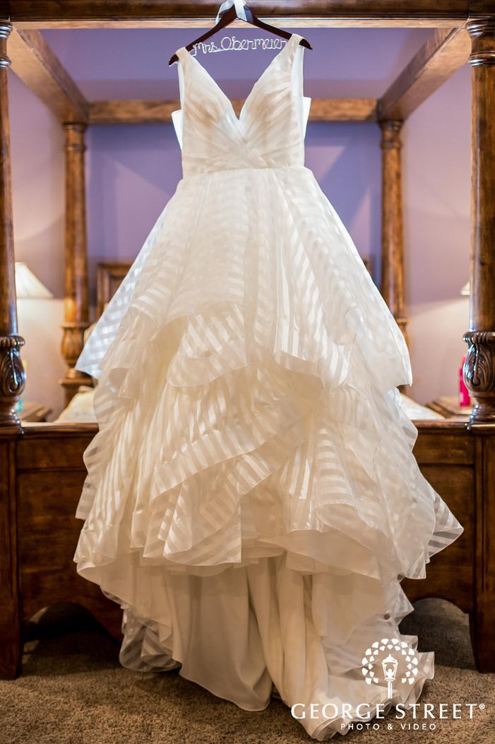 beautiful bridal white dress wedding photo