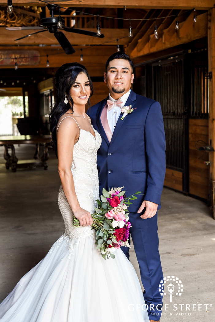 lovely bride and groom at classic oaks ranch in dallas   fort worth