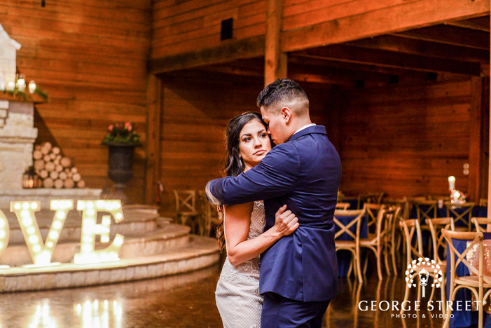pretty bride and groom wedding photos