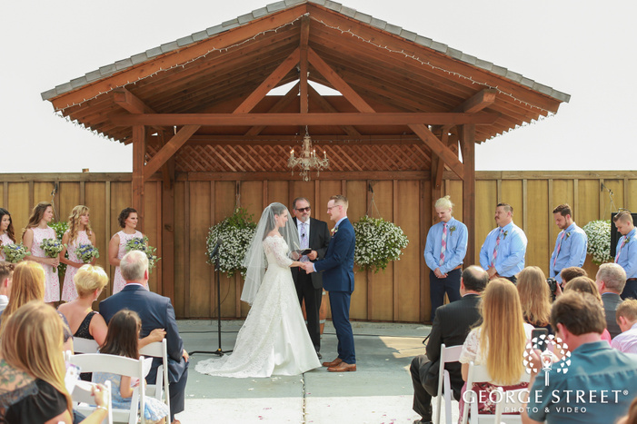 lovely wedding ceremony at thomas family farm in seattle
