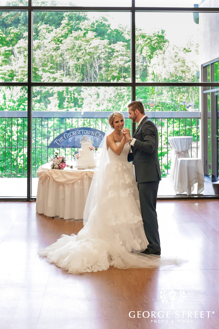 gorgeouse bride and groom first dance at georgetown centre pittsburgh