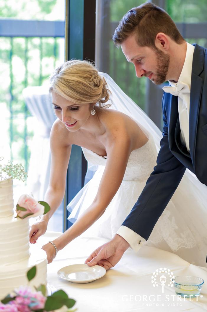 lovely couple wedding cake cutting ceremony wedding poto