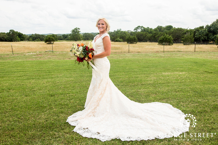 gorgeous bride in green field wedding photography